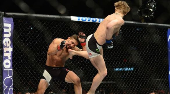 conor-mcgregor-spinning-kick-chad-mendes